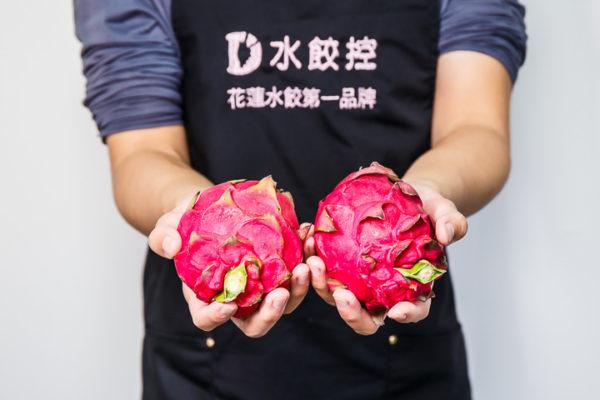 剝皮辣椒水餃皮原料 - 火龍果